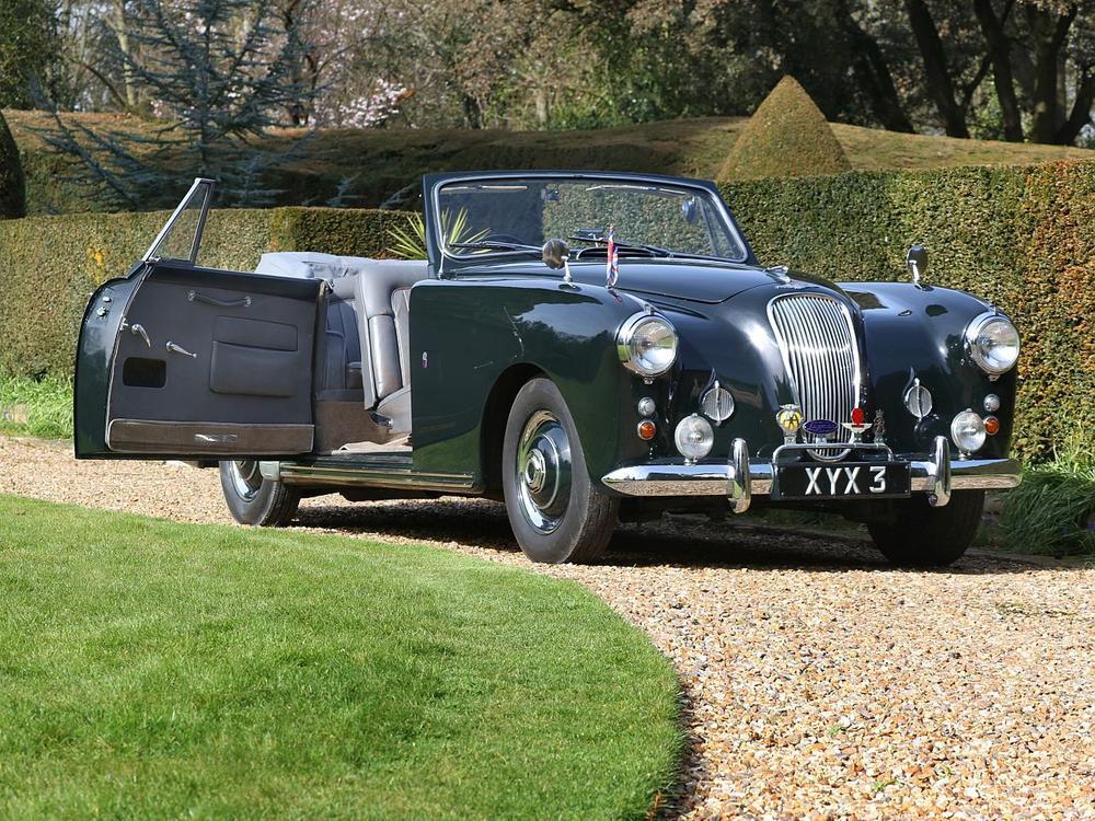 Bild zu Königliche Auktion: Prinz Philips Aston Martin kommt unter den Hammer