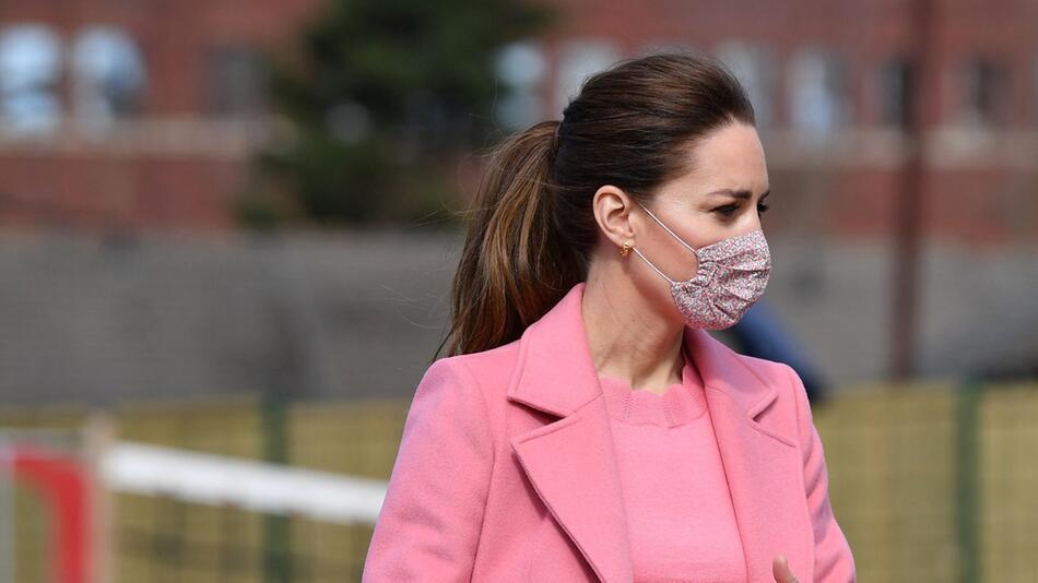 Prinz William und Herzogin Kate besuchen Schule