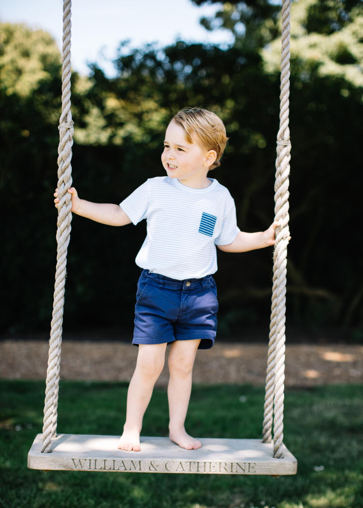 Bild zu Prinz George, Schaukel