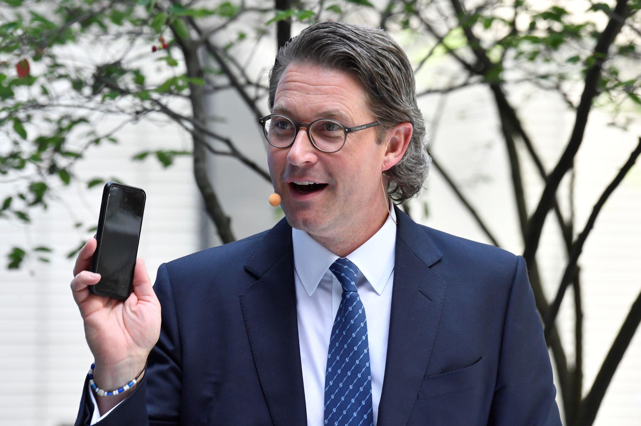 Bild zu Mobilfunkgipfel bei Bundesverkehrsminister Scheuer