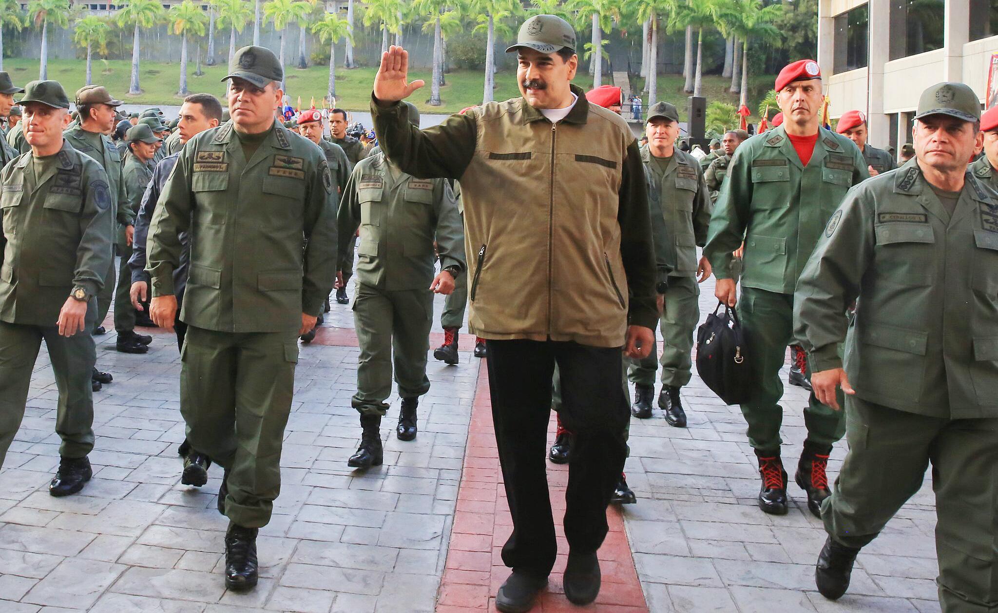 Bild zu Krise in Venezuela - Maduro schwört Soldaten auf sich ein