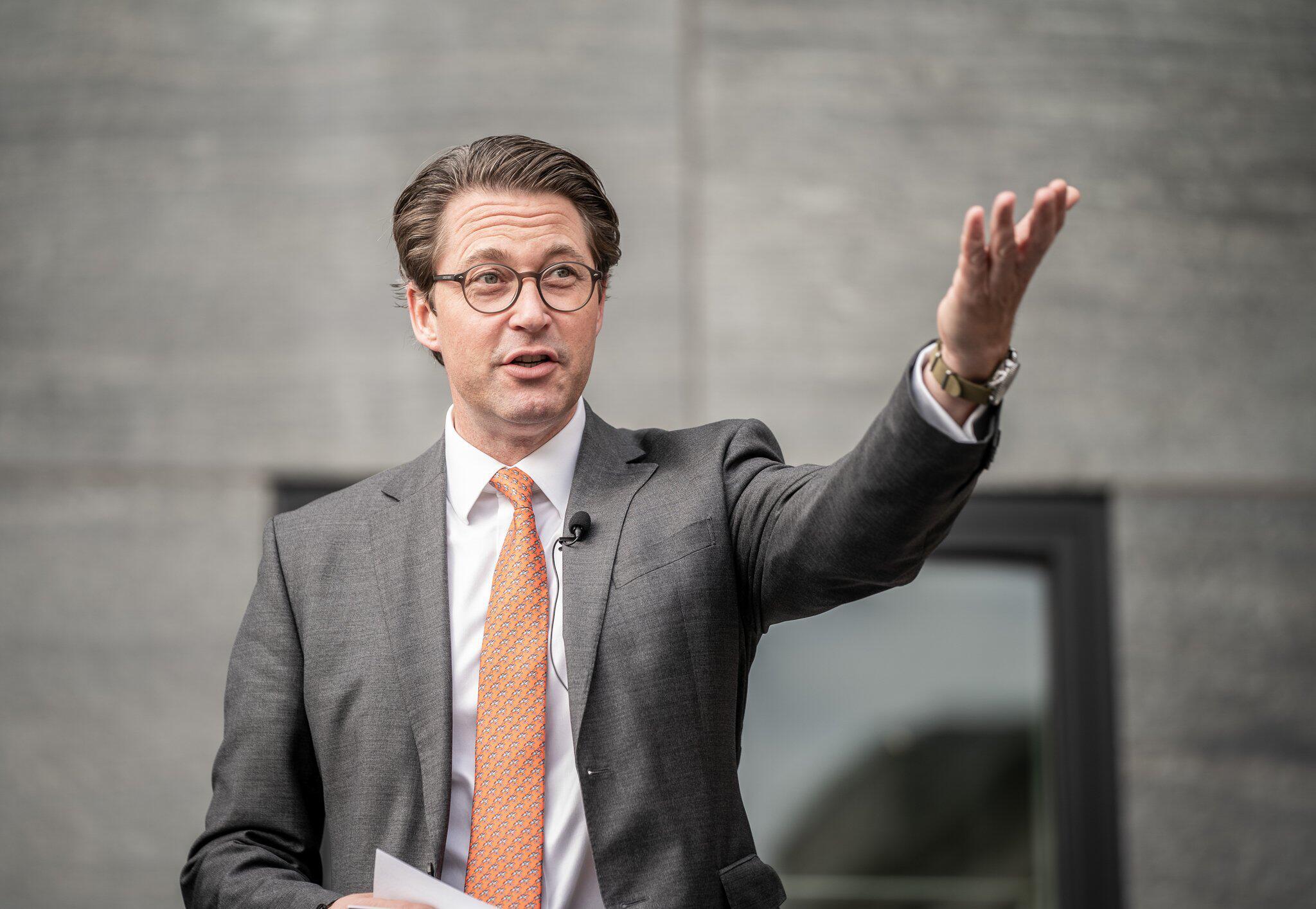 Bild zu Bundesverkehrsminister Scheuer fördert Wasserstofftechnologie