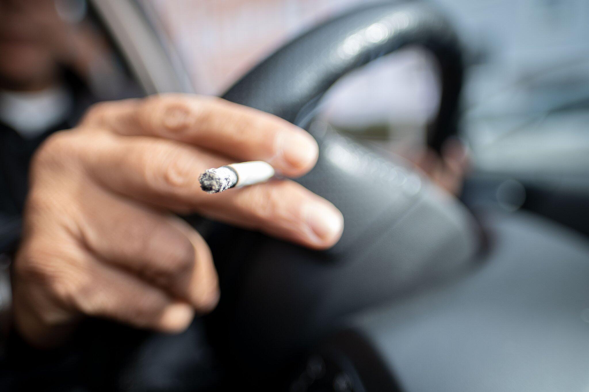 Bild zu Rauchen im Auto