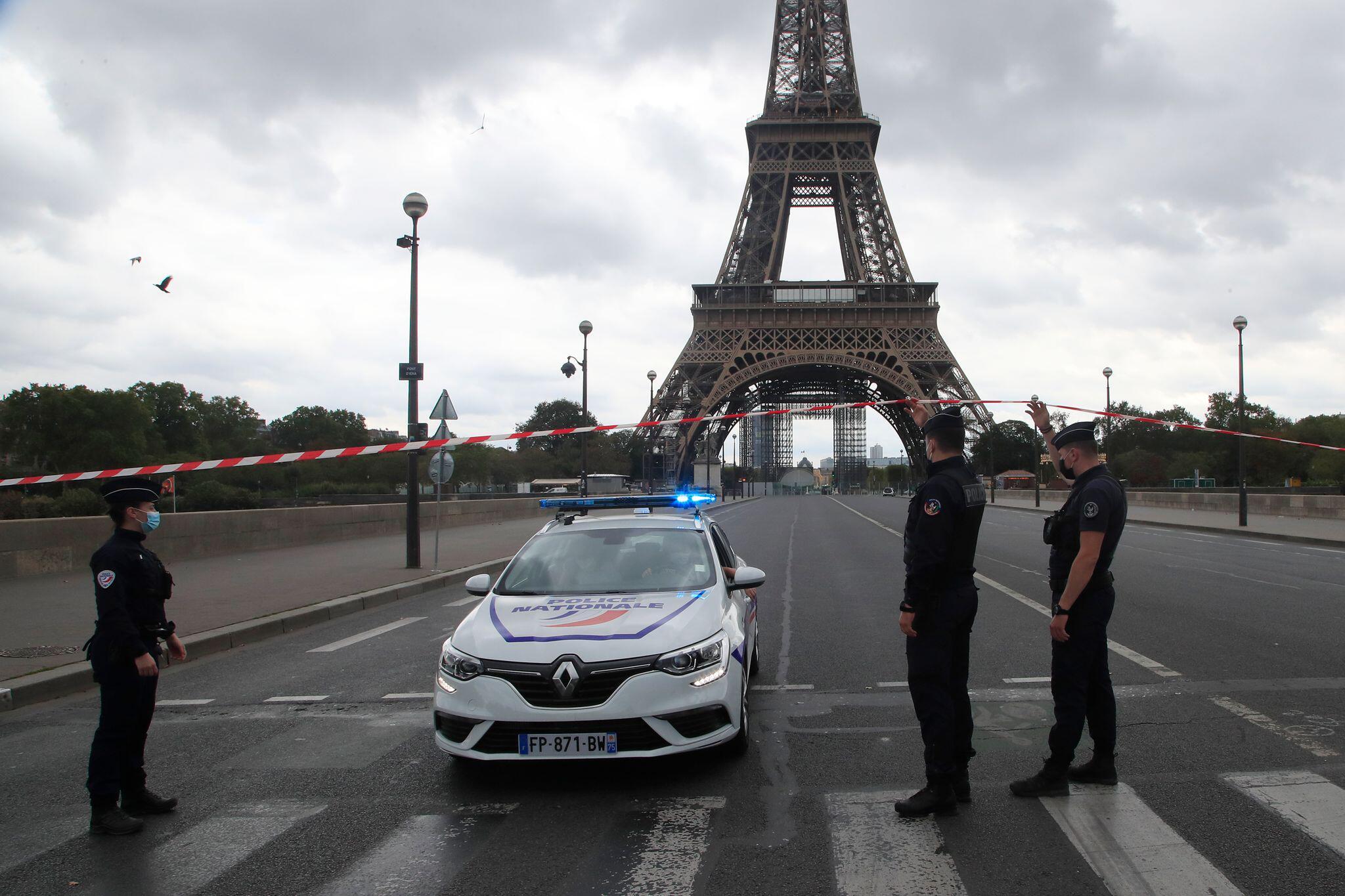 Bild zu Eiffelturm, Paris, Polizei