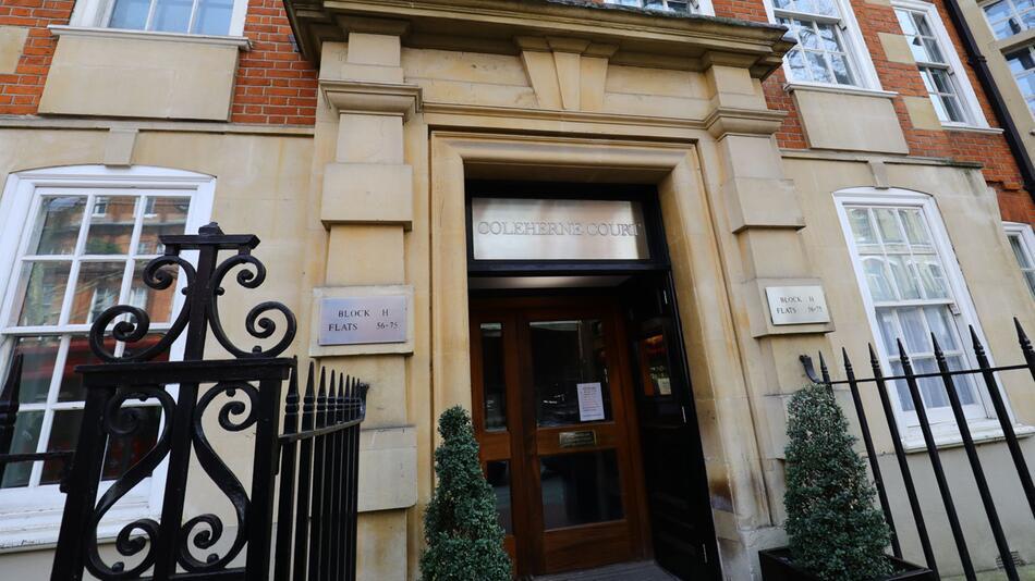 Blaue Erinnerungstafel für Dianas WG-Wohnung in London
