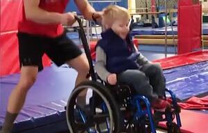 Wyatt Burggarff, Spina Bifida, Rollstuhl, Behinderung, Trampolin, Trampolinspringen, Fargo