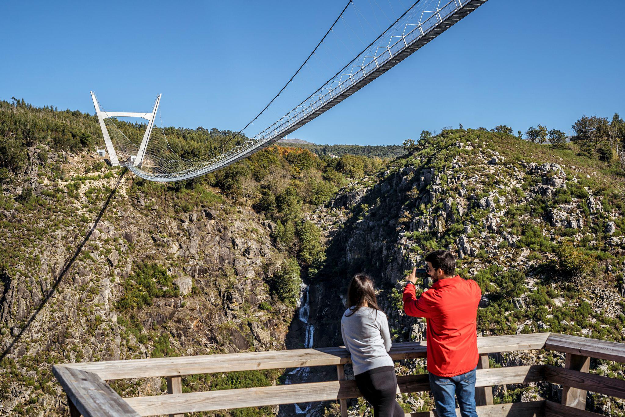 Bild zu Fussgänger-Hängebrücke in Portugal