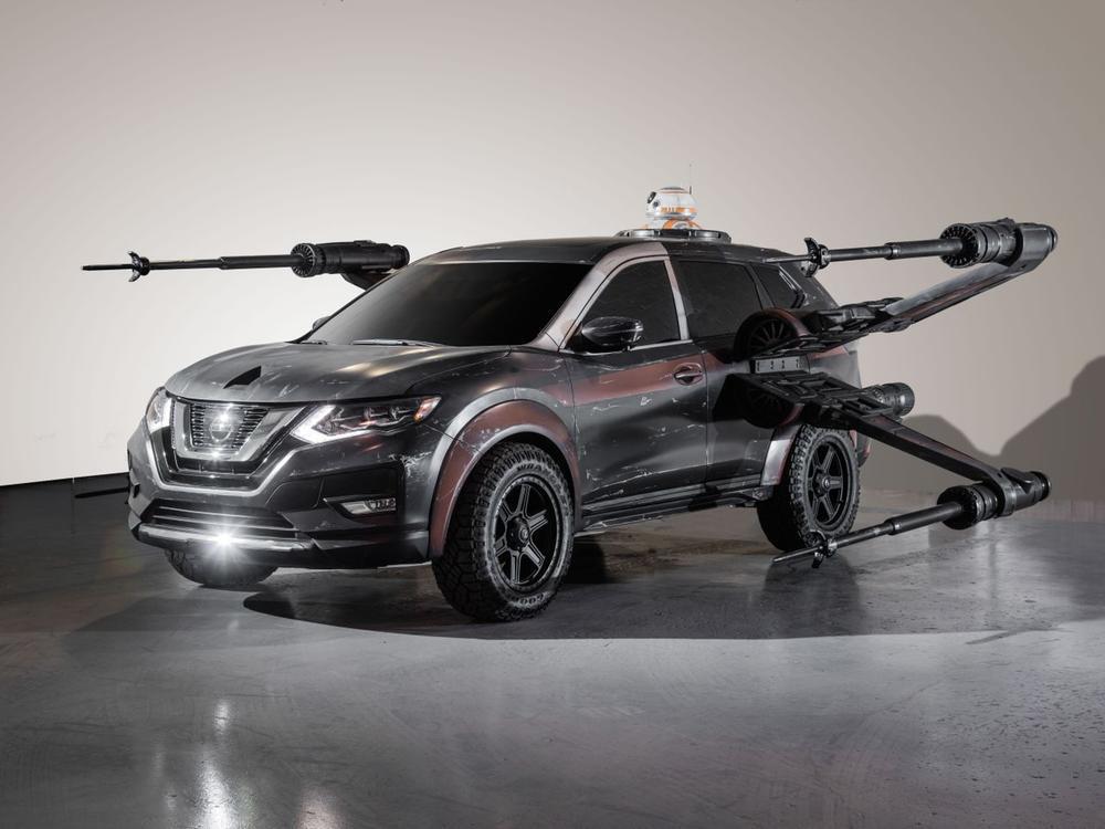 "Bild zu Nissan Rogue ""X-Wing Fighter"""