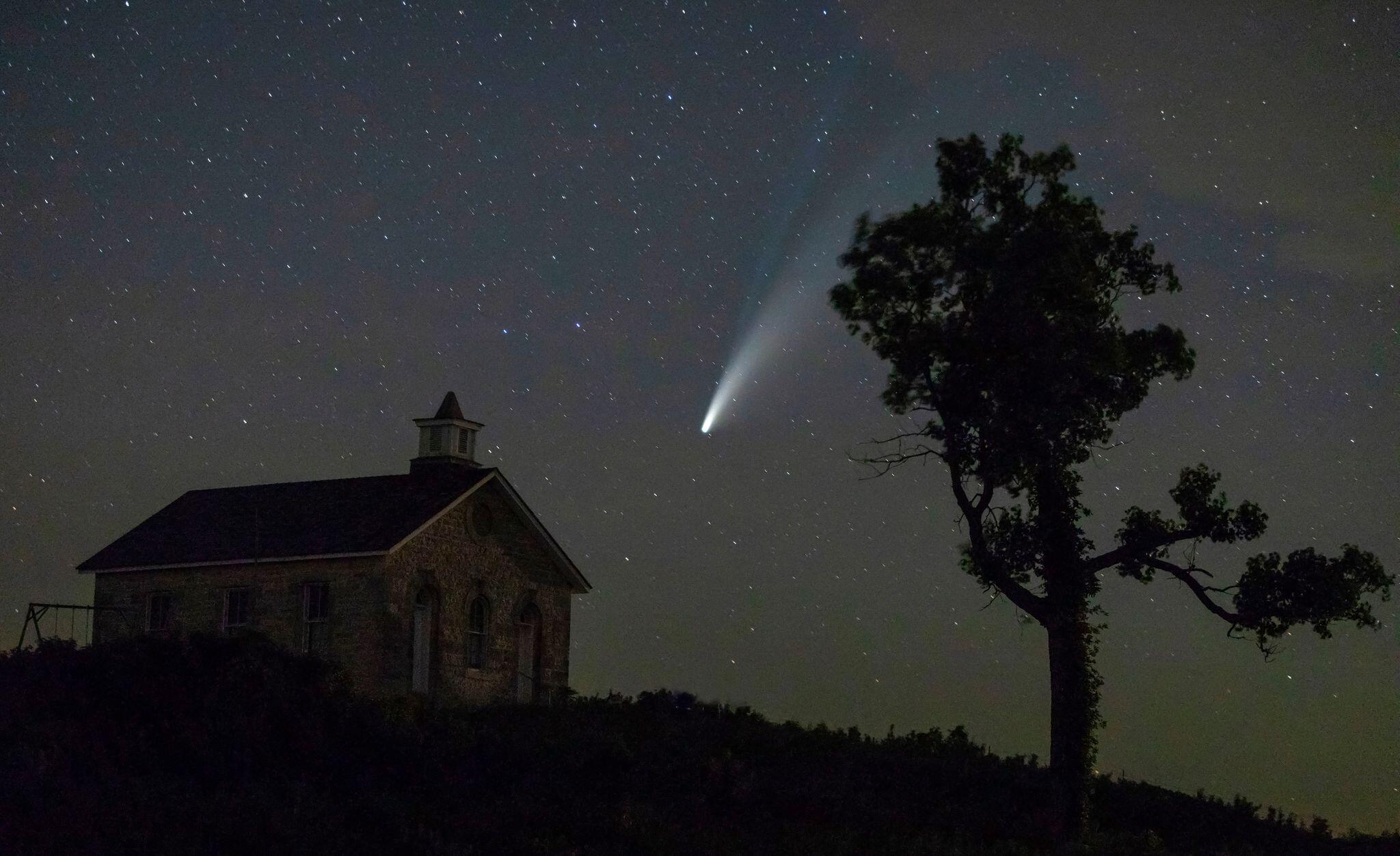 Bild zu Komet Neowise über den USA
