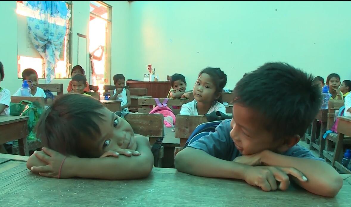 Bild zu Philippinische Kinder in einer Schule