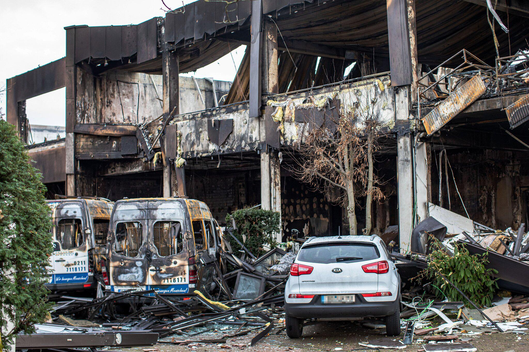 Bild zu Brand in Düsseldorf - Suche nach Ursache