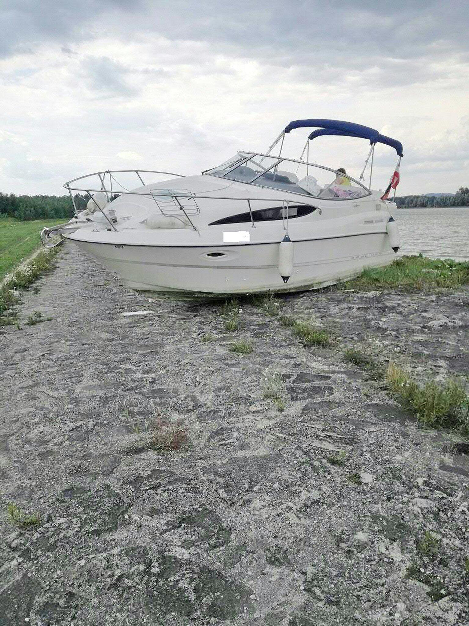 Bild zu Sportboot rutscht auf Radweg