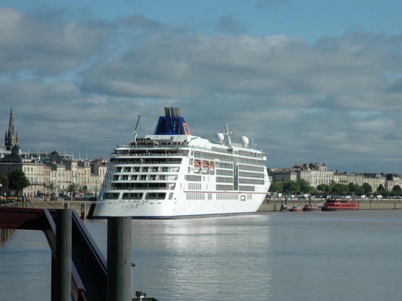 Bild zu Luxuskreuzfahrtschiff