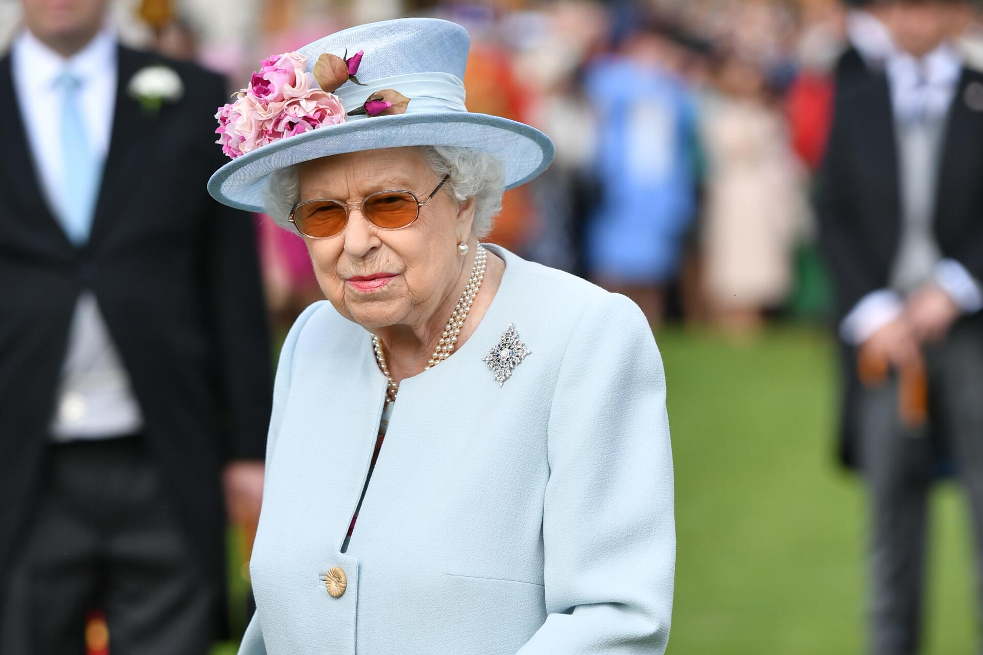 Bild zu Gartenparty im Buckingham Palace